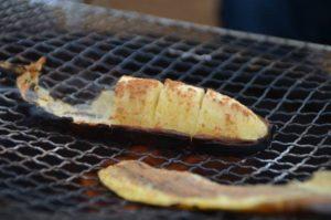 バーベキューで焼きバナナ