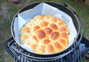 ダッチオーブンで焼き立てパン